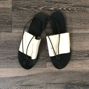 Minimalist Sandals in black and white